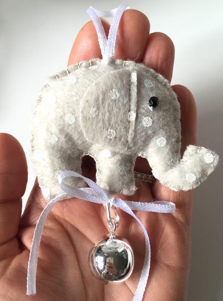 elefante chiama angeli