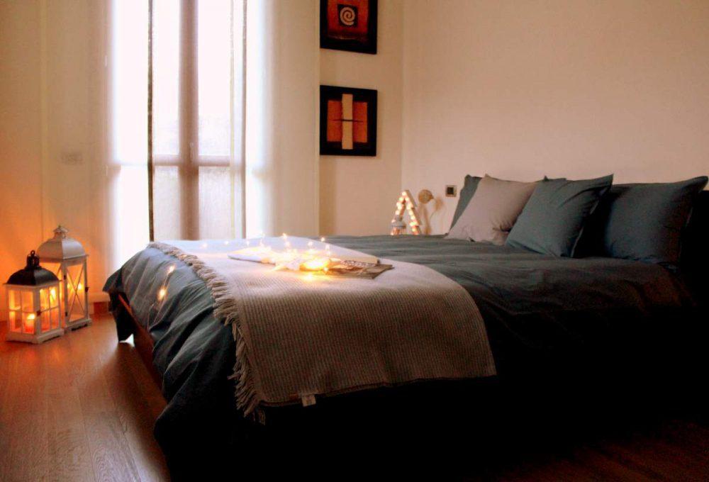 Lucine Camera Da Letto : Decorare la camera da letto con lucine natalizie the womoms