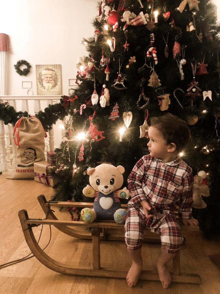 Albero Di Natale Zecchino Doro.Una Magia Sotto L Albero Di Natale Con Chicco The Womoms